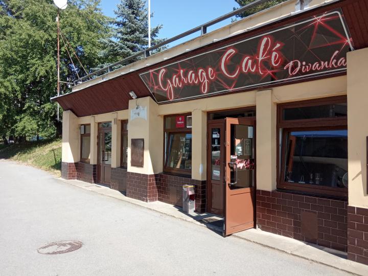 Divanka Garage Café